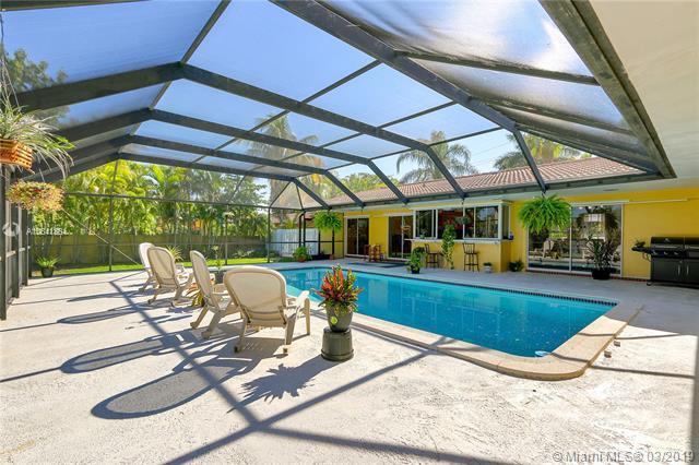 17641 SW 87th Ave, Palmetto Bay, FL 33157 (MLS #A10641364) :: The Adrian Foley Group