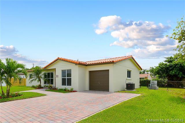 9330 SW 82nd St, Miami, FL 33173 (MLS #A10641711) :: The Paiz Group