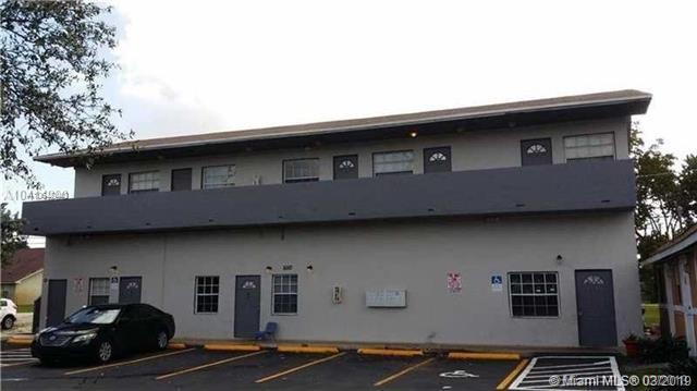5010 Pembroke Rd, West Park, FL 33021 (MLS #A10642440) :: The Teri Arbogast Team at Keller Williams Partners SW