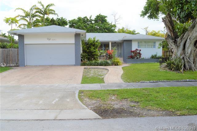 8261 N Bayshore Dr, Miami, FL 33138 (MLS #A10643320) :: The TopBrickellRealtor.com Group