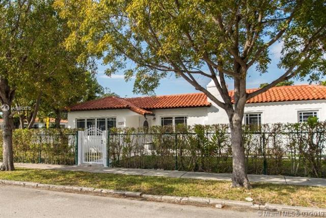 2286 SW 21st Ave, Miami, FL 33145 (MLS #A10643375) :: The Riley Smith Group