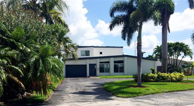 2219 SE 9th St, Pompano Beach, FL 33062 (MLS #A10644175) :: The Paiz Group
