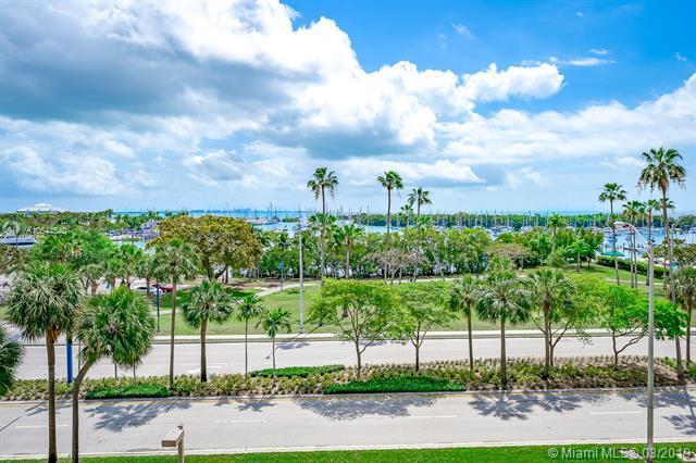 2901 S Bayshore Dr 4CC, Miami, FL 33133 (MLS #A10644540) :: Prestige Realty Group