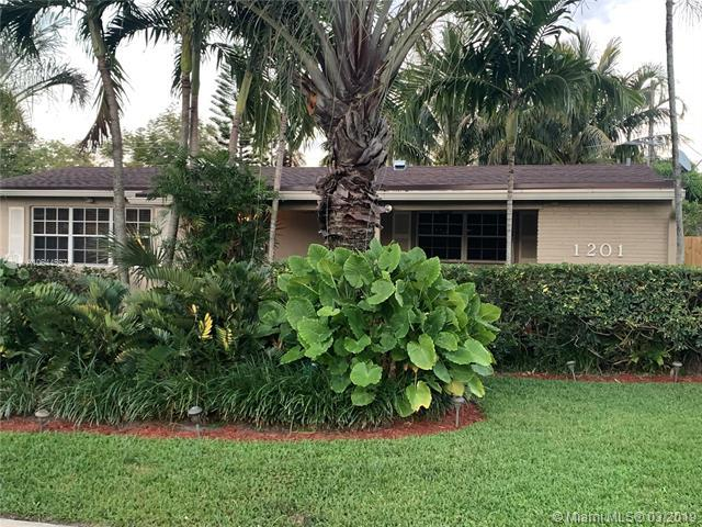 1201 N 74th Ter, Hollywood, FL 33024 (MLS #A10644557) :: The Teri Arbogast Team at Keller Williams Partners SW