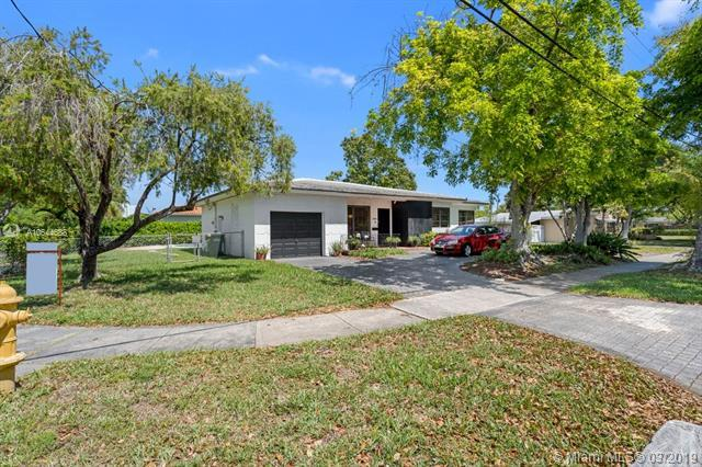 1805 N Hibiscus Dr, North Miami, FL 33181 (MLS #A10644688) :: RE/MAX Presidential Real Estate Group