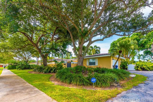 16040 SW 86th Ave, Palmetto Bay, FL 33157 (MLS #A10644912) :: The Adrian Foley Group