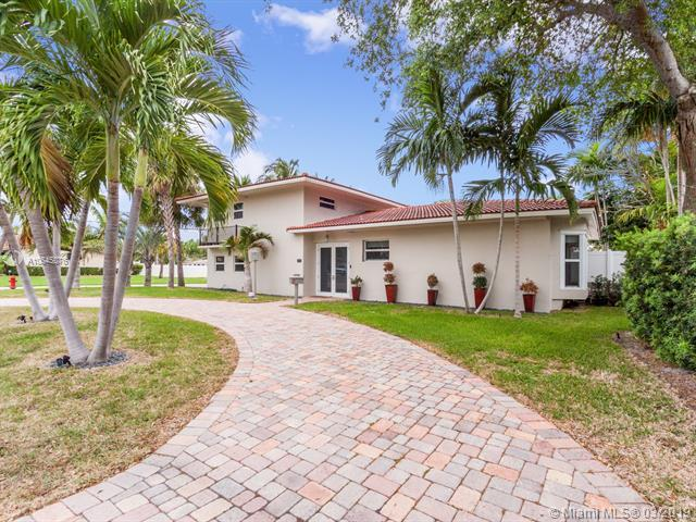 2456 NE 26th Ave, Fort Lauderdale, FL 33305 (MLS #A10645076) :: The Paiz Group
