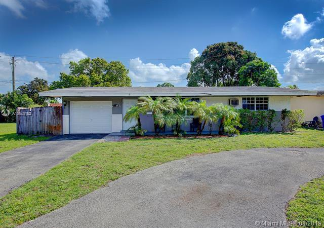 1561 NW 81st Ave, Pembroke Pines, FL 33024 (MLS #A10645152) :: The Teri Arbogast Team at Keller Williams Partners SW