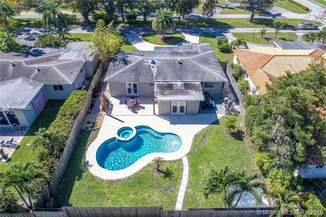 1333 Dewey St, Hollywood, FL 33019 (MLS #A10645320) :: Prestige Realty Group
