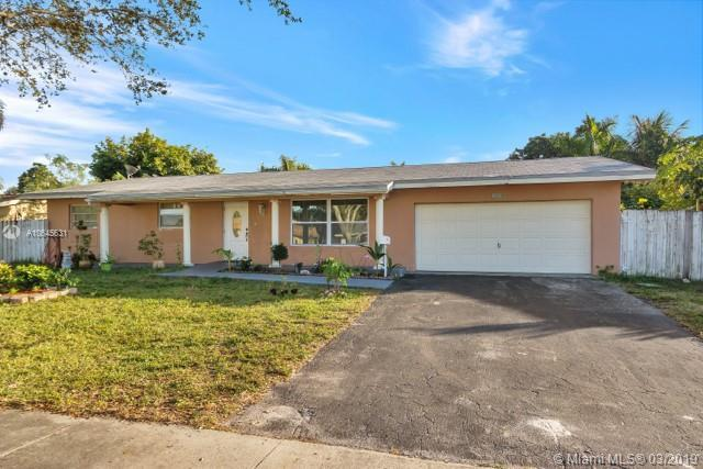 7520 NW 14th St, Plantation, FL 33313 (MLS #A10645631) :: The Teri Arbogast Team at Keller Williams Partners SW