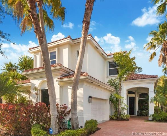 1651 Diplomat Dr, Miami, FL 33179 (MLS #A10645639) :: Berkshire Hathaway HomeServices EWM Realty
