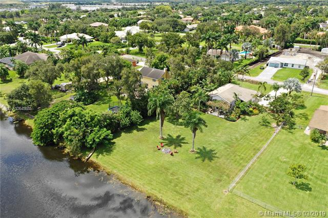 5200 SW 201st Ter, Southwest Ranches, FL 33332 (MLS #A10645688) :: The Teri Arbogast Team at Keller Williams Partners SW
