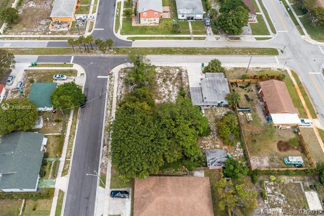 824 W 6th St, Riviera Beach, FL 33404 (MLS #A10645748) :: ONE Sotheby's International Realty