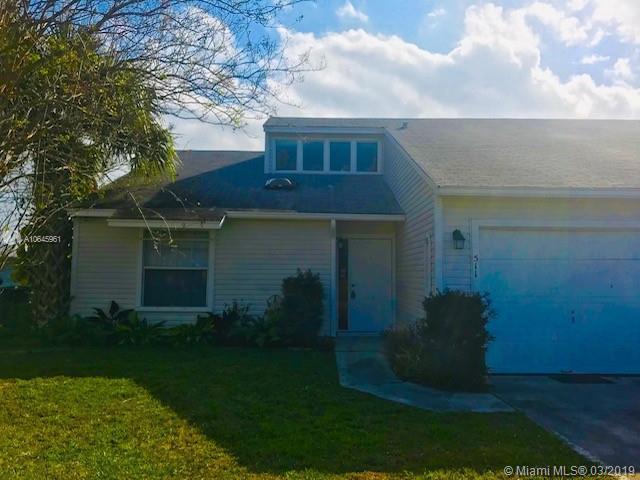 511 Quincy Ave, Fort Pierce, FL 34950 (MLS #A10645961) :: Grove Properties