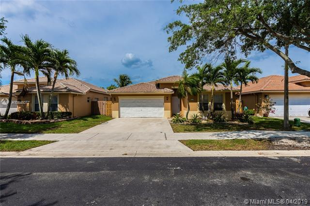 315 E Royal Cove Cir, Davie, FL 33325 (MLS #A10646017) :: Laurie Finkelstein Reader Team