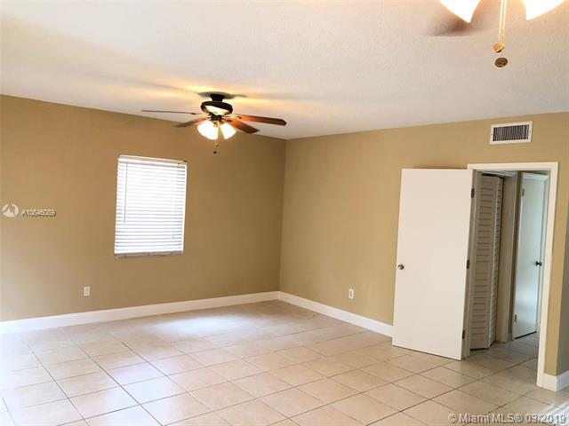 1332 NE 179th St, North Miami Beach, FL 33162 (MLS #A10646089) :: Green Realty Properties