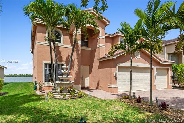 19319 SW 54th St, Miramar, FL 33029 (MLS #A10646305) :: The Paiz Group