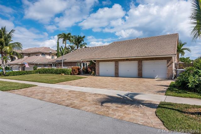 1218 SE 15th Ave, Deerfield Beach, FL 33441 (MLS #A10646727) :: The Paiz Group