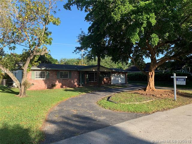4840 SW 70th Ter, Davie, FL 33314 (MLS #A10647044) :: The Riley Smith Group