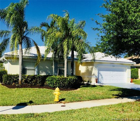 5606 NW 109th Way, Coral Springs, FL 33076 (MLS #A10647613) :: RE/MAX Presidential Real Estate Group