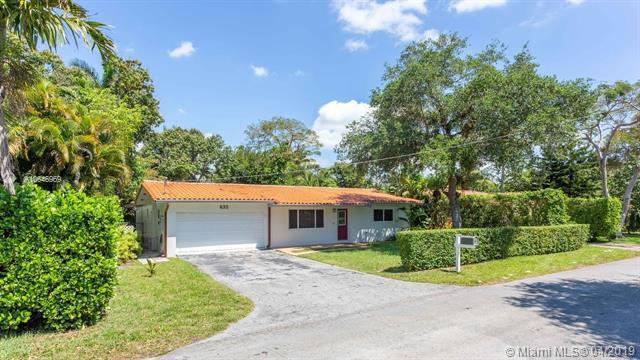 635 NE 116th St, Biscayne Park, FL 33161 (MLS #A10648969) :: The Brickell Scoop