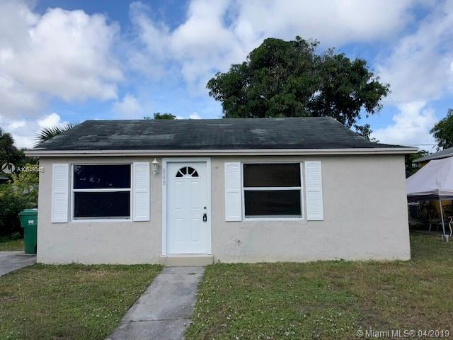 848 W 2nd St, Riviera Beach, FL 33404 (MLS #A10649345) :: The Riley Smith Group