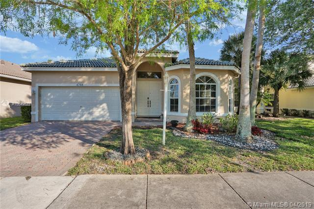 4744 NW 120th Way, Coral Springs, FL 33076 (MLS #A10649623) :: The Riley Smith Group