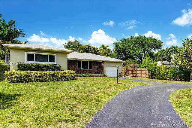 11210 NE 8th Ct, Biscayne Park, FL 33161 (MLS #A10649786) :: The Jack Coden Group