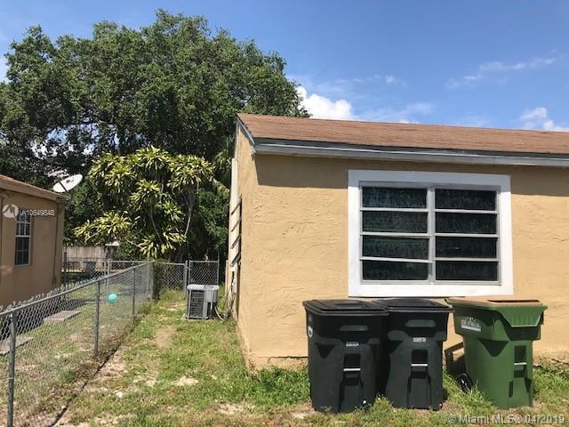 1461 NE 131st St, North Miami, FL 33161 (MLS #A10649848) :: The Jack Coden Group
