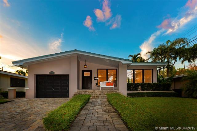 411 Savona Ave, Coral Gables, FL 33146 (MLS #A10650535) :: The Jack Coden Group