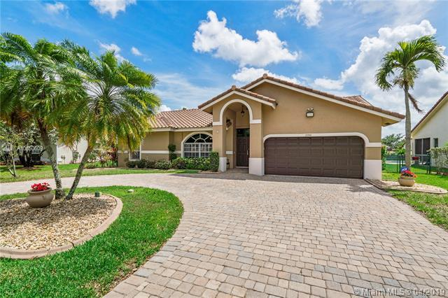 8940 NW 45th Ct, Coral Springs, FL 33065 (MLS #A10650609) :: The Paiz Group