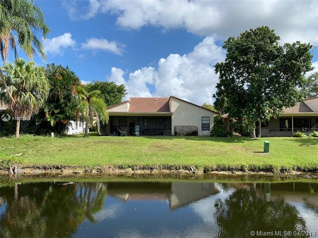 1253 Spring Cir Dr, Coral Springs, FL 33071 (MLS #A10652443) :: Laurie Finkelstein Reader Team