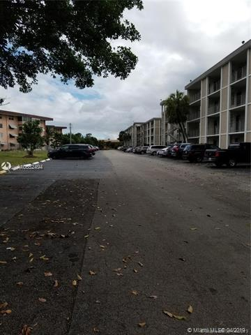 2999 NW 48th Ave #253, Lauderdale Lakes, FL 33313 (MLS #A10652494) :: The Paiz Group