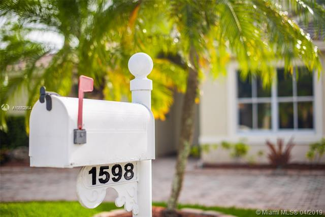 1598 SW 190th Ave, Pembroke Pines, FL 33029 (MLS #A10652964) :: The Teri Arbogast Team at Keller Williams Partners SW