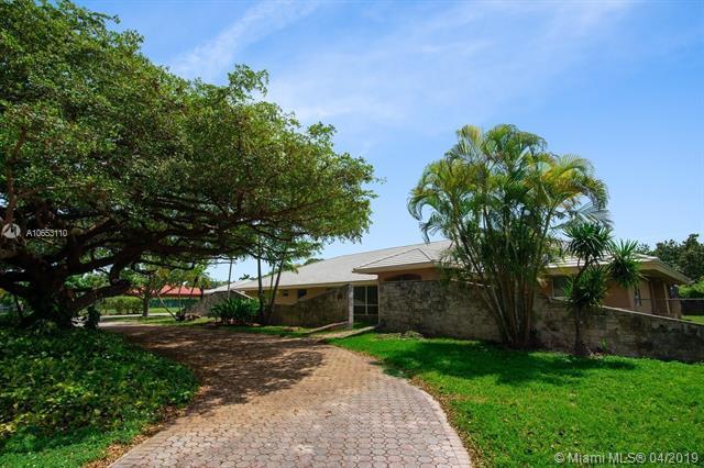 6860 SW 136th St, Palmetto Bay, FL 33156 (MLS #A10653110) :: The Paiz Group