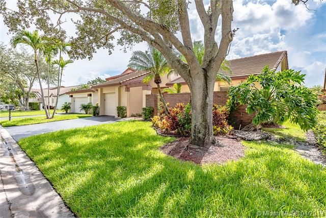 2290 Columbia, Weston, FL 33326 (MLS #A10653586) :: Grove Properties