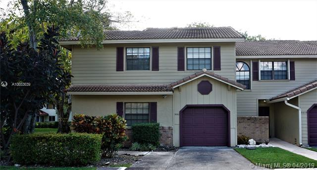 9061 Vineyard Lake Dr #9061, Plantation, FL 33324 (MLS #A10653639) :: The Teri Arbogast Team at Keller Williams Partners SW