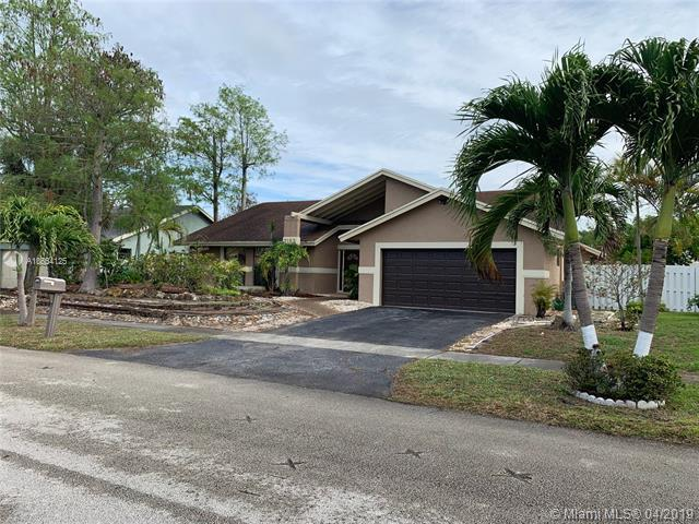 7183 NW 49th Pl, Lauderhill, FL 33319 (MLS #A10654125) :: The Paiz Group