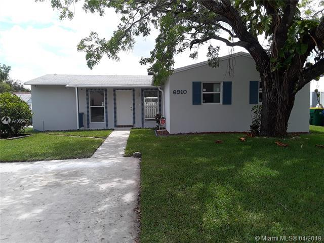 6910 SW 1st St, Margate, FL 33068 (MLS #A10654771) :: The Paiz Group
