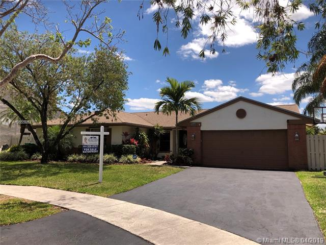 13760 Cedar Bluff Ct, Davie, FL 33325 (MLS #A10655863) :: Laurie Finkelstein Reader Team