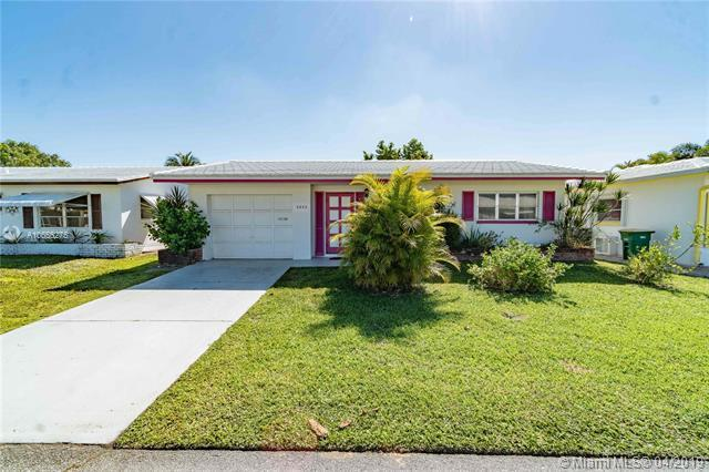 5800 NW 81st Ter, Tamarac, FL 33321 (MLS #A10656275) :: The Riley Smith Group