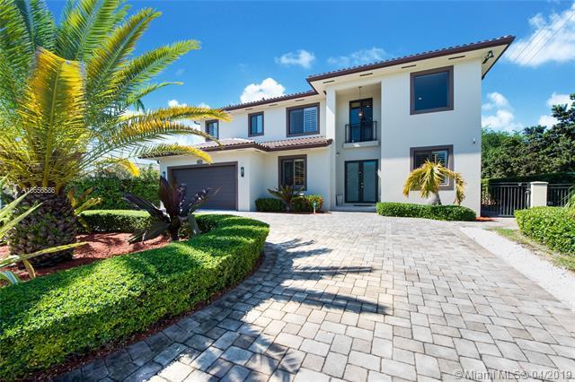 8901 SW 157th St, Palmetto Bay, FL 33157 (MLS #A10656586) :: Grove Properties