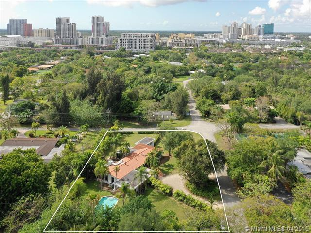 7525 SW 72nd Ct, Miami, FL 33143 (MLS #A10656693) :: The Paiz Group
