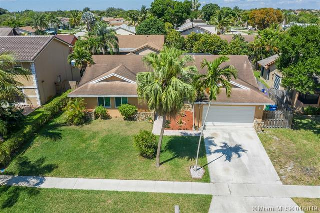4461 NW 70th Ave, Lauderhill, FL 33319 (MLS #A10657297) :: Green Realty Properties
