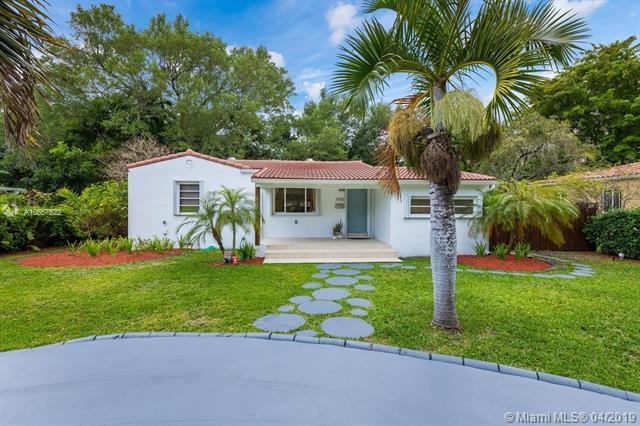1050 NE 121st St, Biscayne Park, FL 33161 (MLS #A10657522) :: Lucido Global