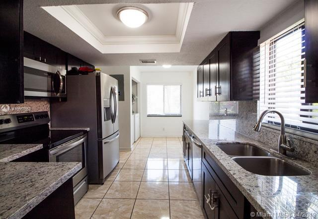 42 Seville Cir 1-47, Davie, FL 33324 (MLS #A10657852) :: RE/MAX Presidential Real Estate Group
