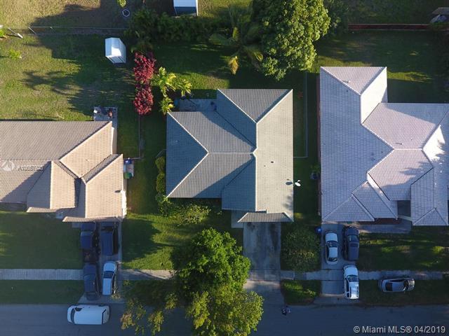 5220 NW 23rd St, Lauderhill, FL 33313 (MLS #A10657925) :: The Paiz Group