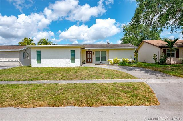 11391 NW 46th Pl, Sunrise, FL 33323 (MLS #A10657965) :: Grove Properties