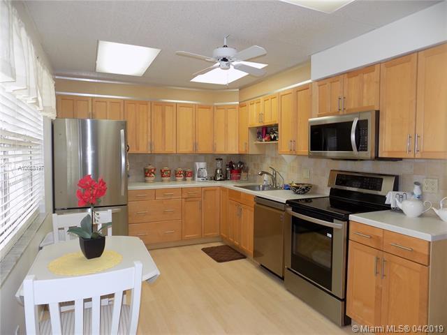 821 Cypress Blvd #509, Pompano Beach, FL 33069 (MLS #A10658197) :: Laurie Finkelstein Reader Team