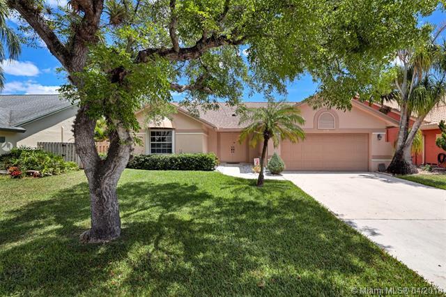 7130 NW 44th Ln, Coconut Creek, FL 33073 (MLS #A10659097) :: Berkshire Hathaway HomeServices EWM Realty